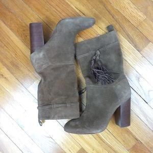 VINCE CAMUTO Brown Suede Booties. 7.5M. 4in. heels